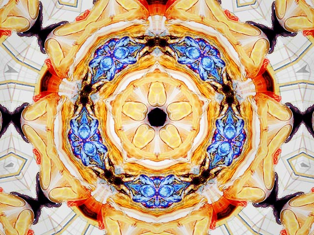Animated kaleidoscope with your photos will produce awesome images Screen Shot